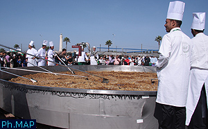 Tajine gigantesque au Maroc Grand-10