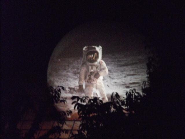 40 ans des premiers pas sur la Lune - 21 juillet 2009 - Page 2 Dscf0010