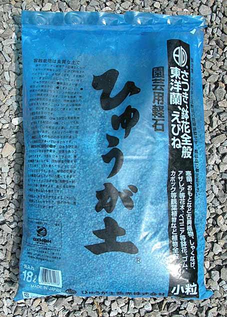 Rempotage des satsuki dans un substrat de luxe. 6110