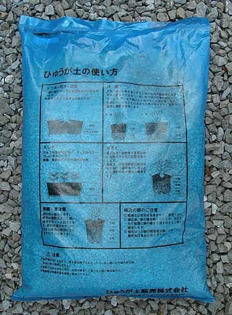Rempotage des satsuki dans un substrat de luxe. 6210