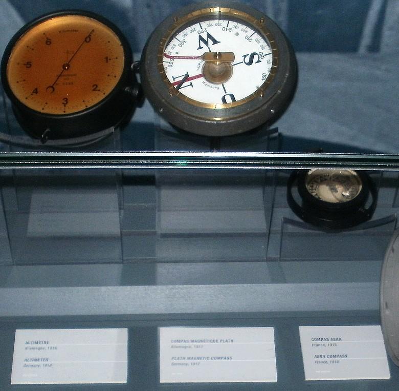 altimètre et compas P2072010