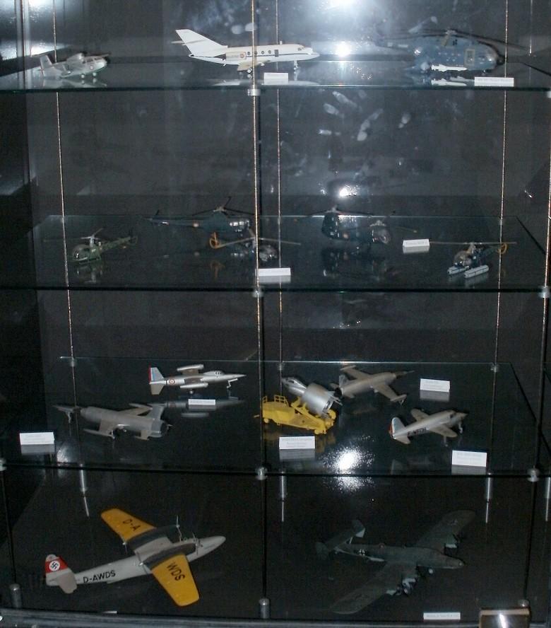 Pour Roger ... Nouvelle série de maquettes 1/72 au MAE P4272811