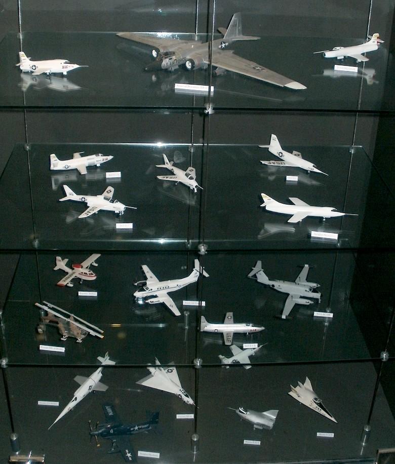 Pour Roger ... Nouvelle série de maquettes 1/72 au MAE P4272814