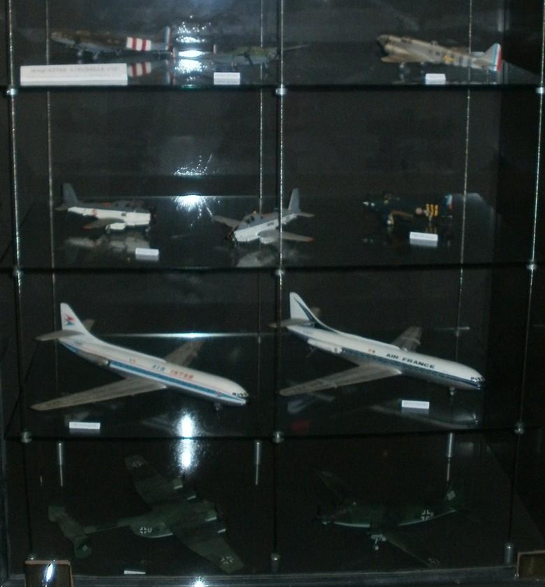 Pour Roger ... Nouvelle série de maquettes 1/72 au MAE P4272815
