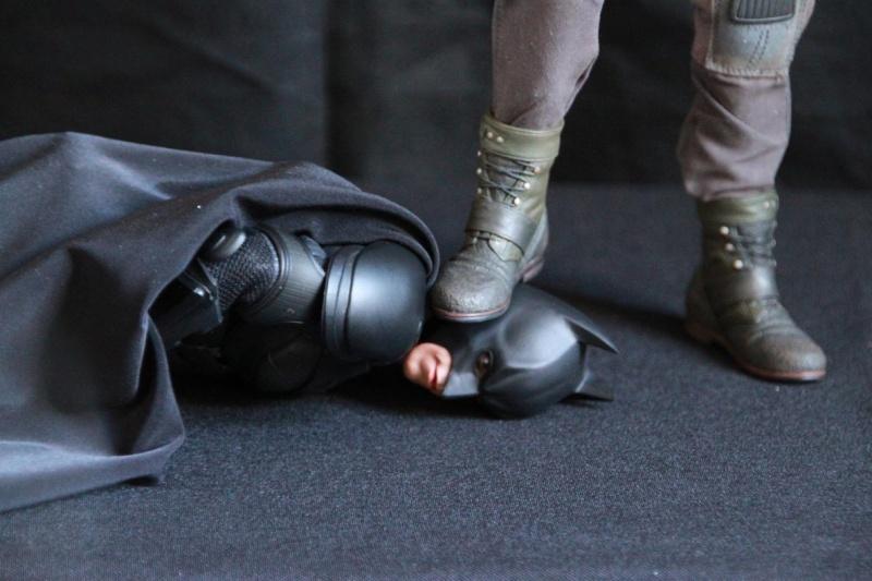 """La collection Hot Toys """" TDKR """" de Darth Vader Img_3918"""