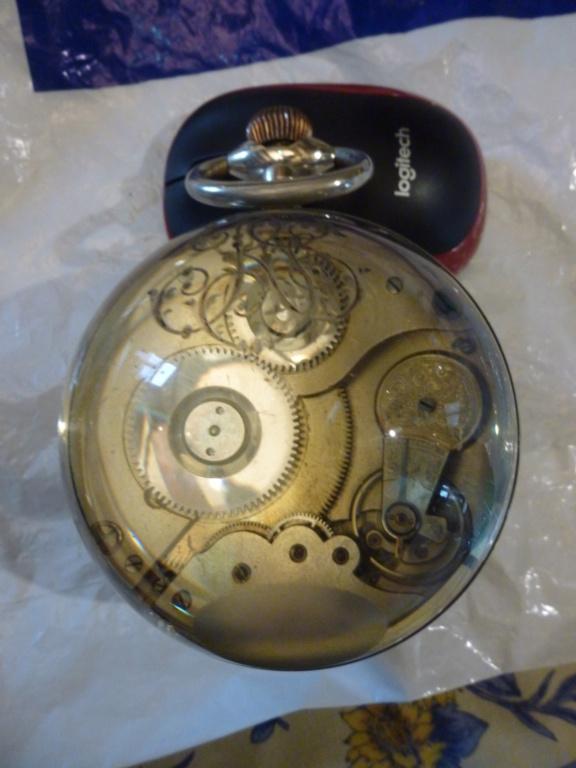 Une montre 'boule' trouvée en brocante - Page 2 P1020815