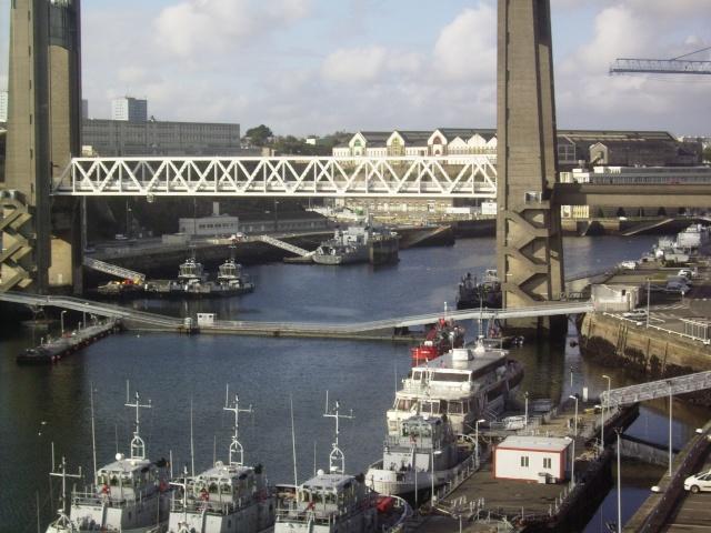 [Les ports militaires de métropole] Port de Brest - Page 3 Imgp2220