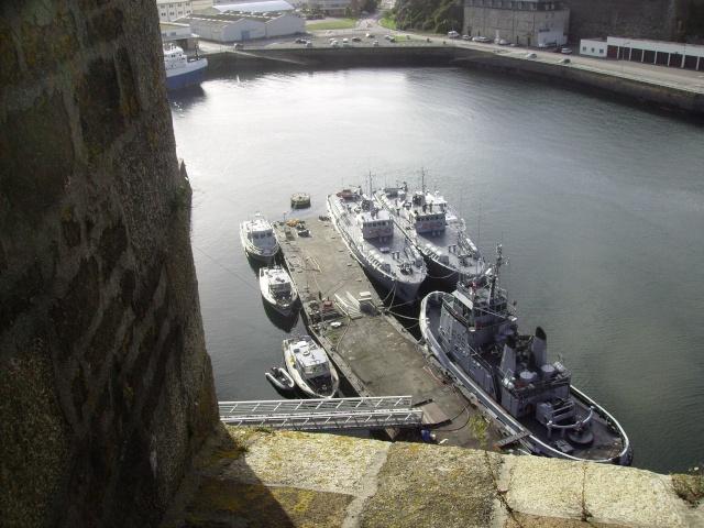 [Les ports militaires de métropole] Port de Brest - Page 3 Imgp2227