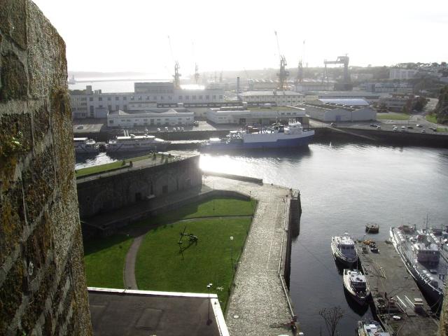 [Les ports militaires de métropole] Port de Brest - Page 3 Imgp2228