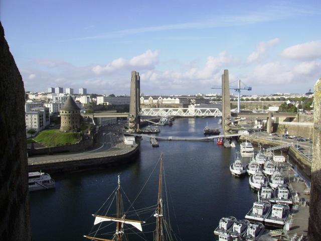 [Les ports militaires de métropole] Port de Brest - Page 3 Imgp2229