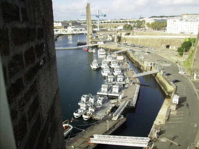 [Les ports militaires de métropole] Port de Brest - Page 3 Imgp2230