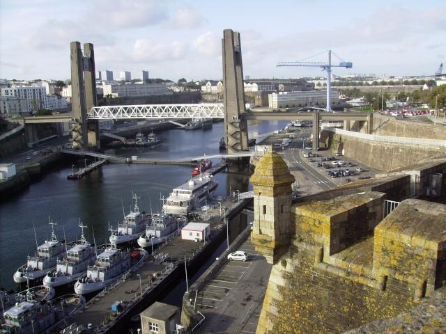 [Les ports militaires de métropole] Port de Brest - Page 3 Imgp2231