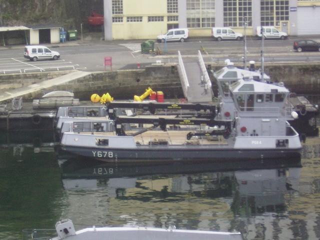 [Les ports militaires de métropole] Port de Brest - Page 3 Imgp2232