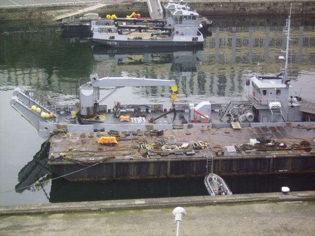[Les ports militaires de métropole] Port de Brest - Page 3 Imgp2233