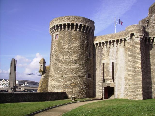 [Les ports militaires de métropole] Port de Brest - TOME 1 - Page 3 Imgp2244