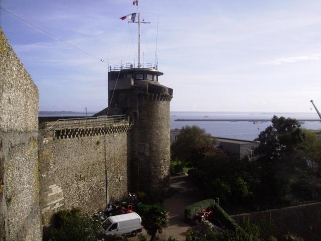 [Les ports militaires de métropole] Port de Brest - Page 3 Imgp2245