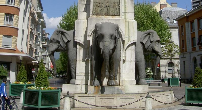 Fontaine des Eléphants à Chambéry (trouvé) Sans_t51