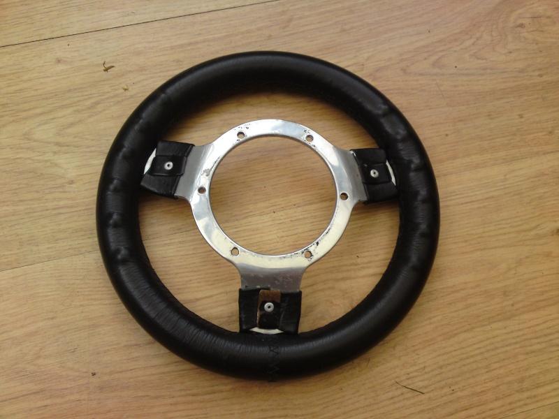 mountney 250mm steering wheel Dsc00316