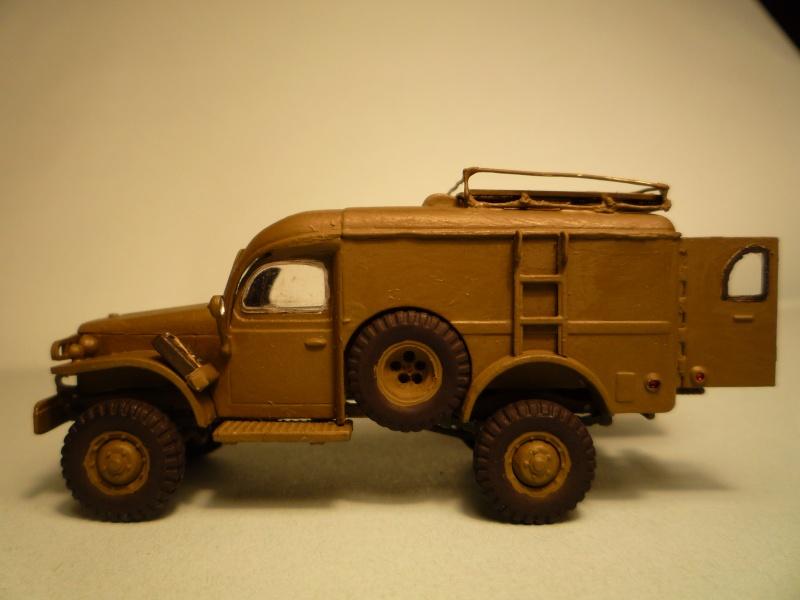 dodge wc54 signal corps 1/72 academy P1040527