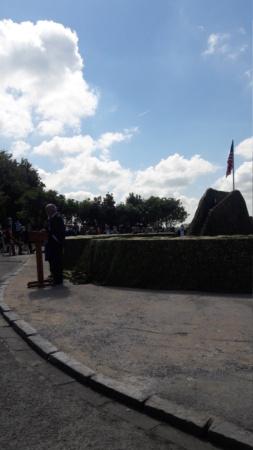 Stèle honorant la résistance / le SOE en Normandie 20210610