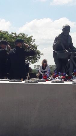 Stèle honorant la résistance / le SOE en Normandie 20210615