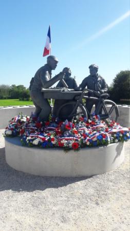 Stèle honorant la résistance / le SOE en Normandie 20210620
