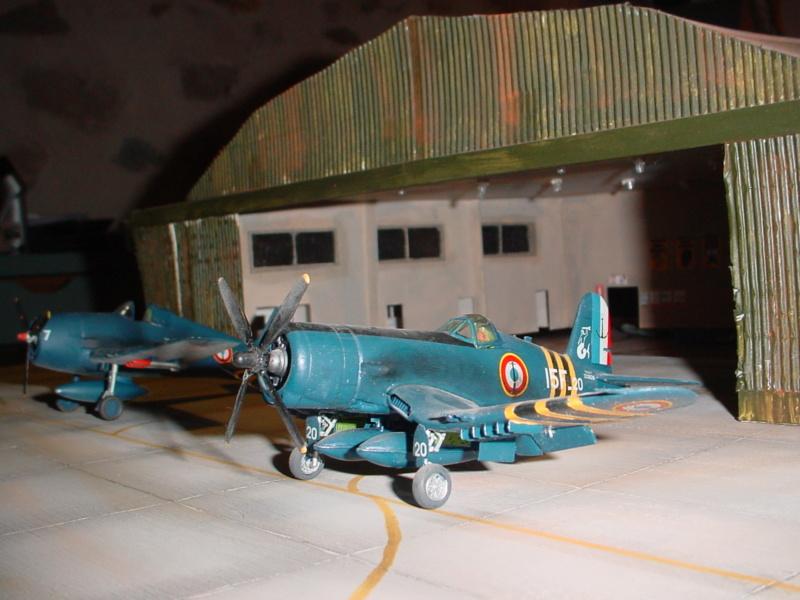 Hangar avions échelle 1/72 Dsc00010