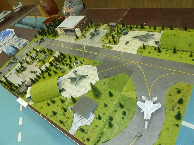 Hangar avions échelle 1/72 Modell10