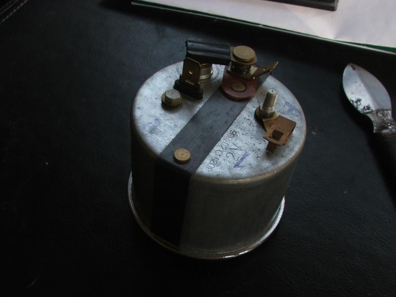une horloge jaeger de voiture chinée en brocante Dscf4911