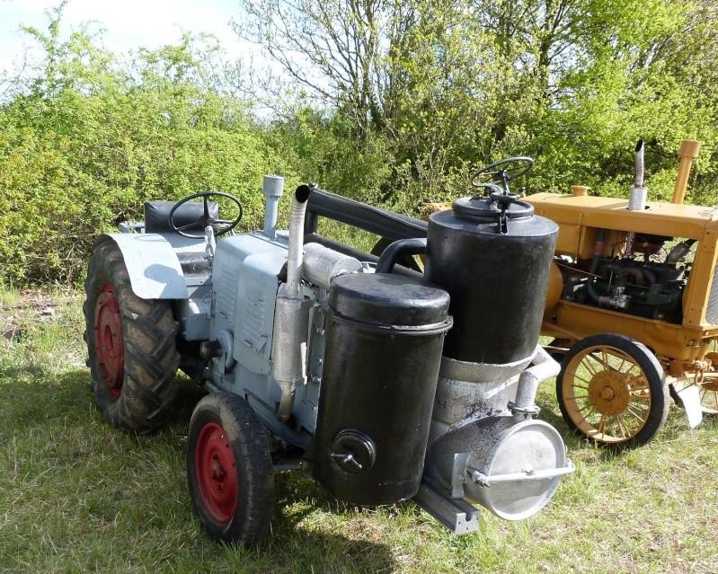 un 411 parmi les tracteurs agricoles à PEZET LE ROBERT (72) P1000510
