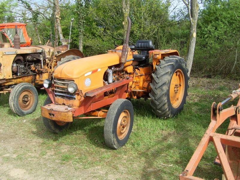 un 411 parmi les tracteurs agricoles à PEZET LE ROBERT (72) Sv106510