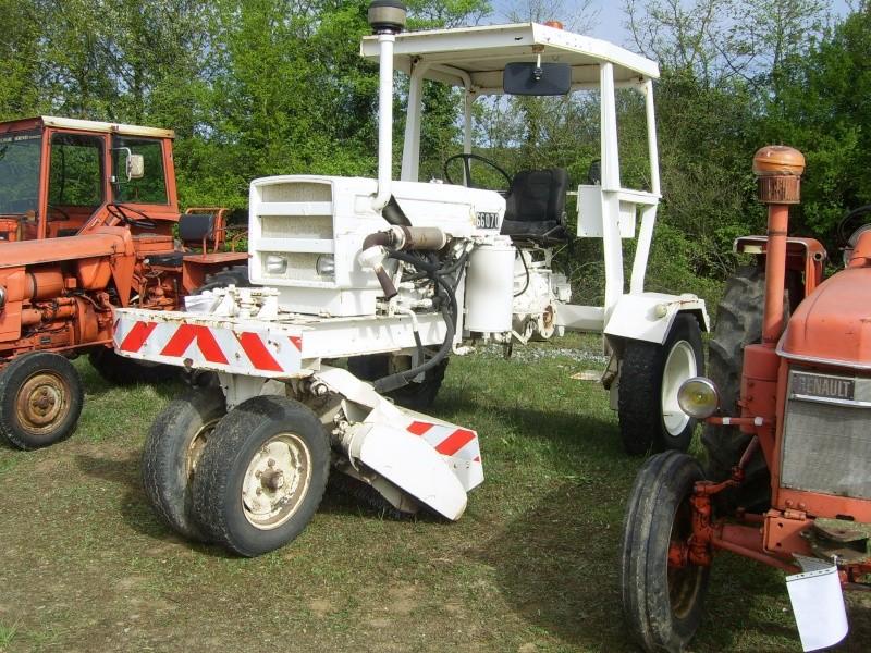 un 411 parmi les tracteurs agricoles à PEZET LE ROBERT (72) Sv106511