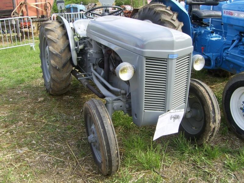 un 411 parmi les tracteurs agricoles à PEZET LE ROBERT (72) Sv106611