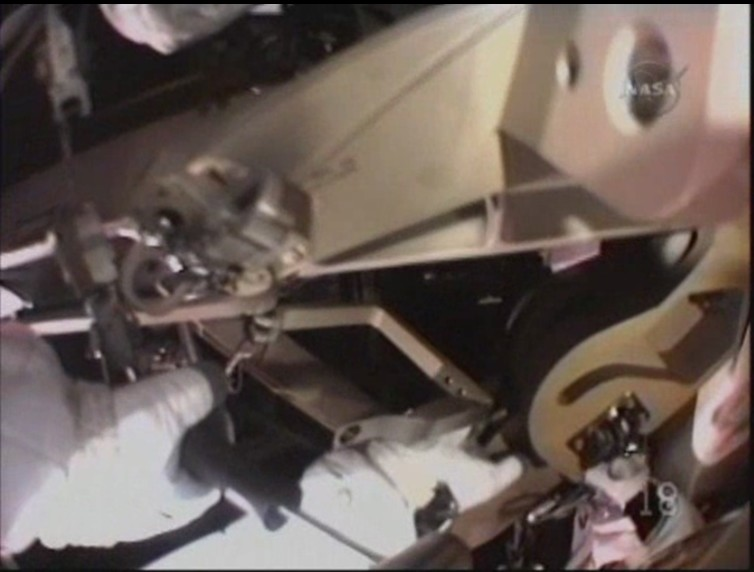 [STS-129] Atlantis EVA#1 (Foreman &Satcher) Casque10