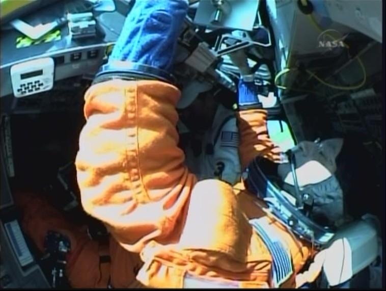 [STS-127: Endeavour] Lancement : tentative 6 (15/07 à 22h03 GMT) - Page 10 Dans_l10