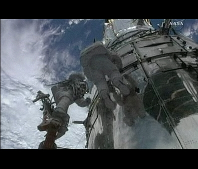 Vos captures NASA-TV Eva55f10