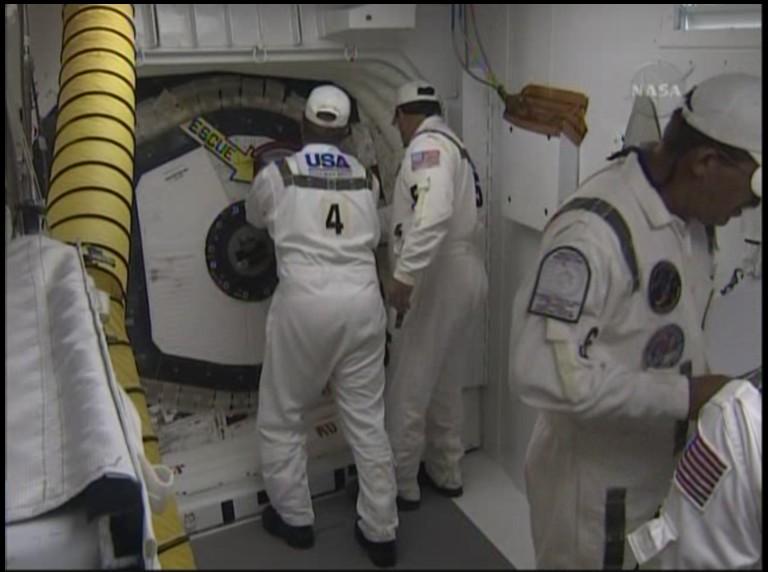 [STS-127: Endeavour] Lancement : tentative 6 (15/07 à 22h03 GMT) - Page 5 Fermet10