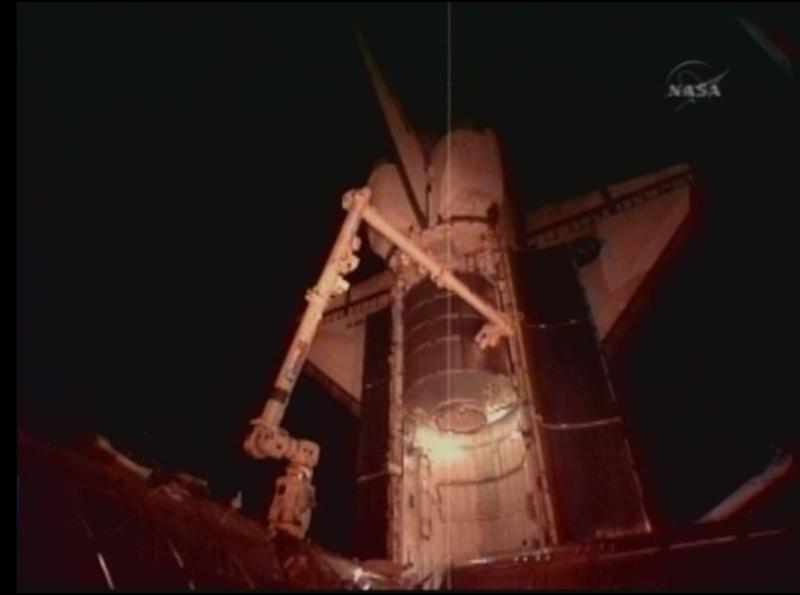 [STS-128: Discovery] suivi de la mission. - Page 3 Soute_12