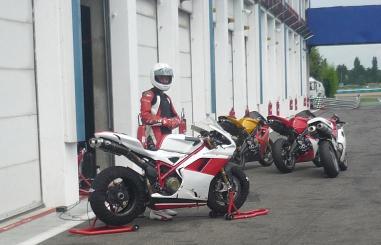 Hier à magny cours j'ai poussé ca Ducat411