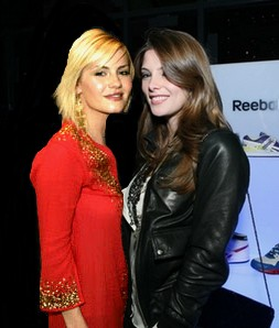 Ashley Greene & Elisha Cuthbert Sans_t65