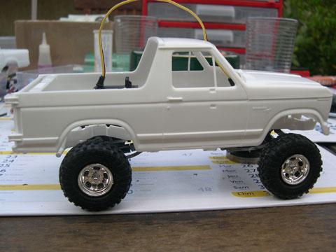 Scale 1/24 Super Slicks Monster Truck SSMT Bronco 37110