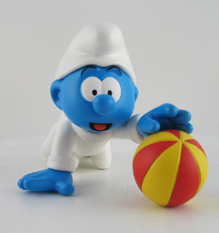 [Leblon-Delienne] le bébé schtroumpf qui joue avec son ballon Baba210