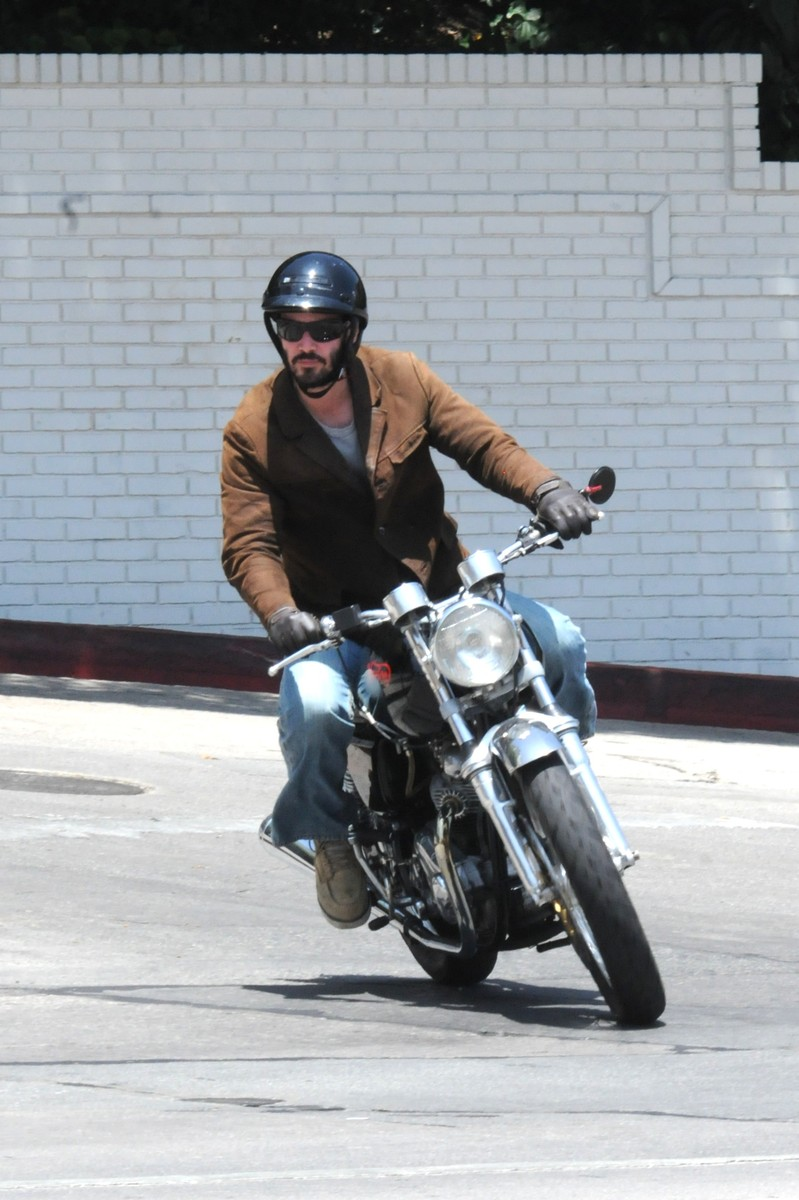 Mais qui monte cette moto ? - Page 3 8282-k11