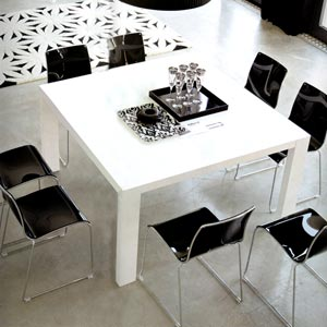 Table Carree Laquee Blanche En 1m40