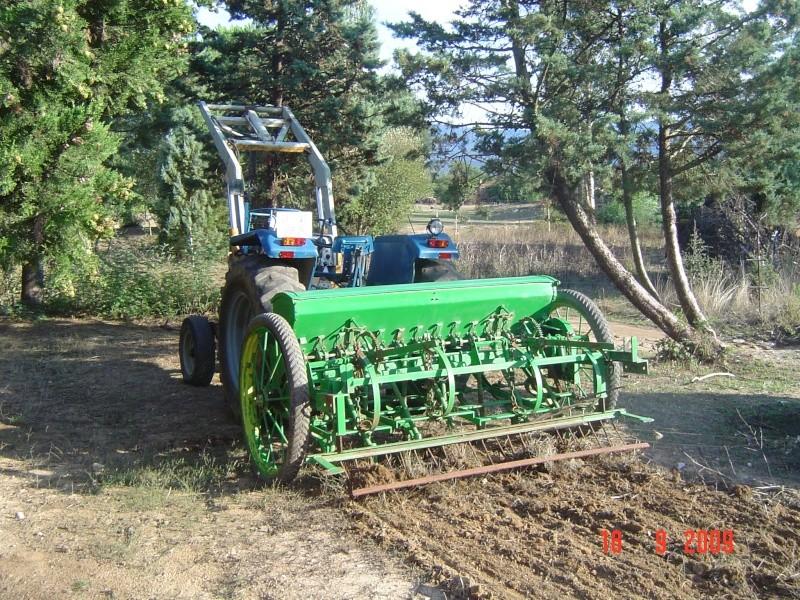 Mi Ebro 48 y sembradora de lineas ex tracción animal. Dsc03412