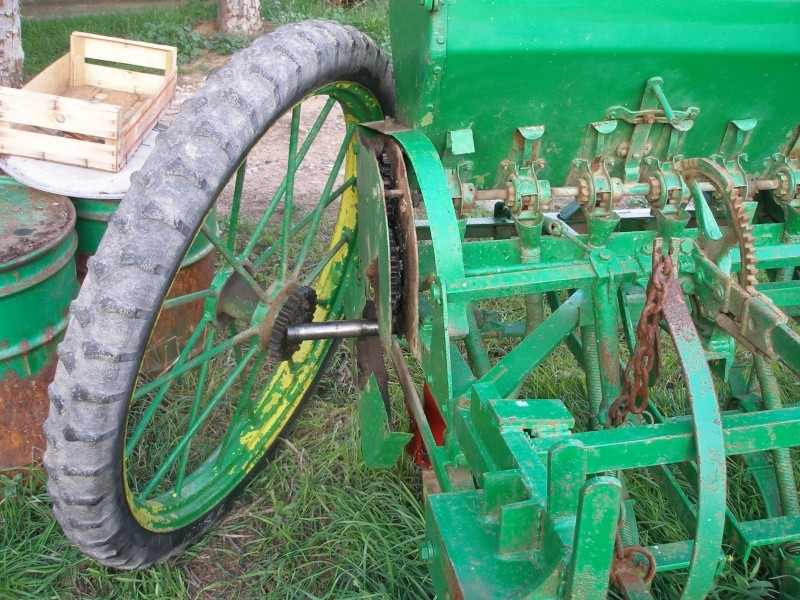 Mi Ebro 48 y sembradora de lineas ex tracción animal. P1010111