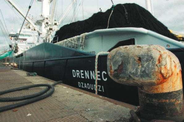 Thoniers français attaqués : le bateau des pirates capturé ( Sources le journal le Parisien ) 66968911