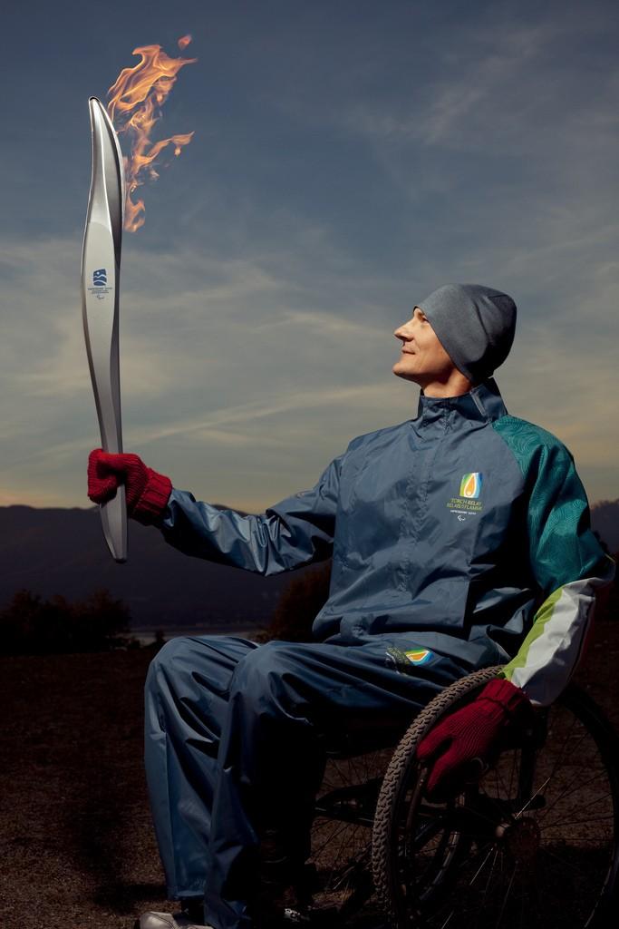 Jeux Paralympiques Vancouver 2010 : Torche & Uniforme des relayeurs 36609610