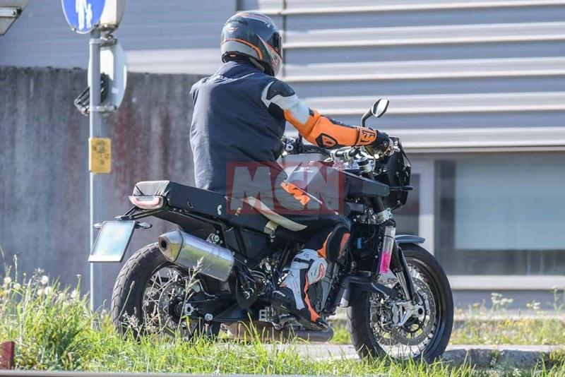 Husqvarna 801: Husky teste l'aventure rétro Husqva10