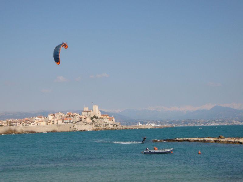 Cerf-volants et Kite Surf sur Google Earth Antibe10